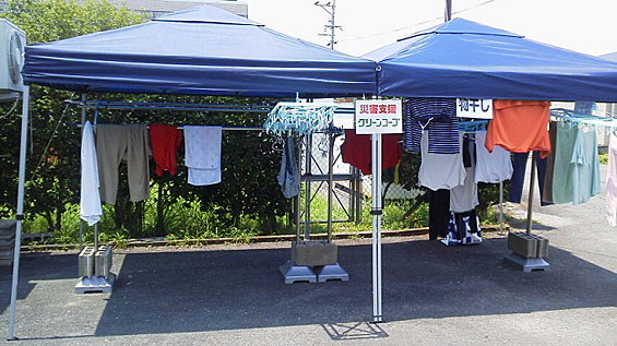 避難所に設置した洗濯物干し場