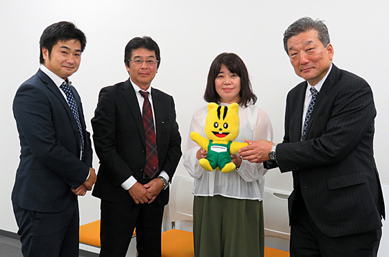 日本罐詰(株)のみなさんと共同体の熊野代表理事と一緒にパチリ☆